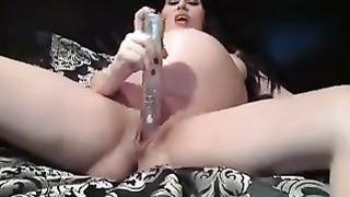 This preggy slutty wife livecam nympho enjoys masturbating on livecam