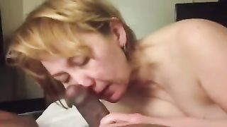 Mommy loved to engulf schlong of her younger paramour in bedroom