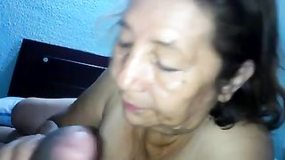 Old and nasty white bitch with furry wet crack is still perverted for blow job sex